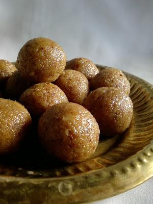 Bellam Kobbari Vundalu ~ Coconut Jaggery Laddu