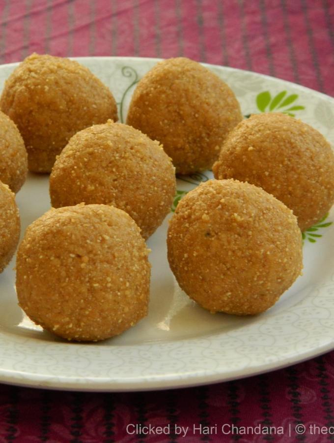 Godhuma Sunnundalu ~ Whole Wheat Jaggery Laddu