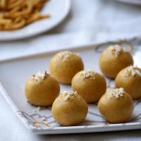 Microwave Besan Ladoo Recipe - Indian Microwave Sweet Recipes - Easy Diwali Sweets