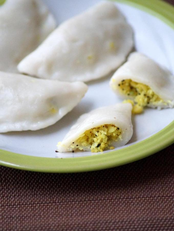 Uddina Kadubu Recipe – Ulundu Kozhukattai Recipe – Vinayaka Chaturthi Special Prasadam Recipes