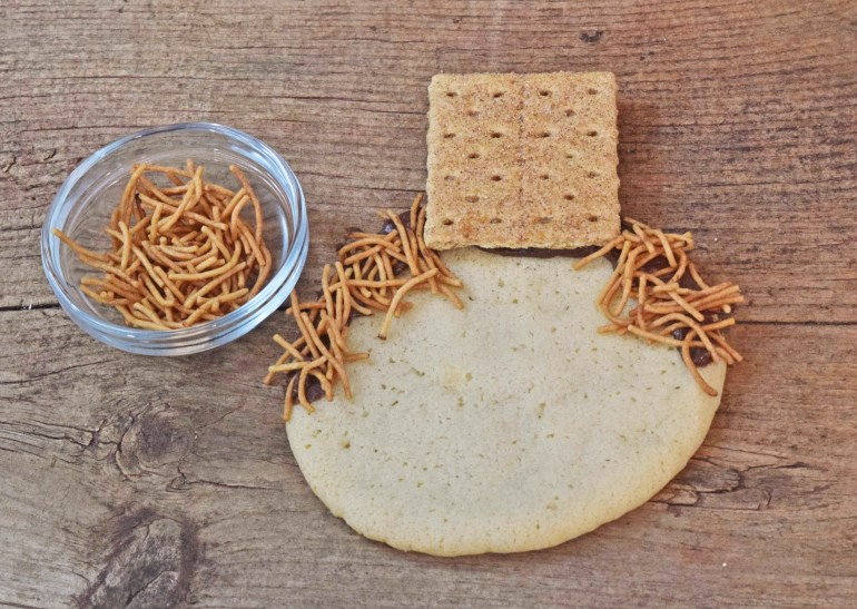 noodle-hair-scarecrow-cookie