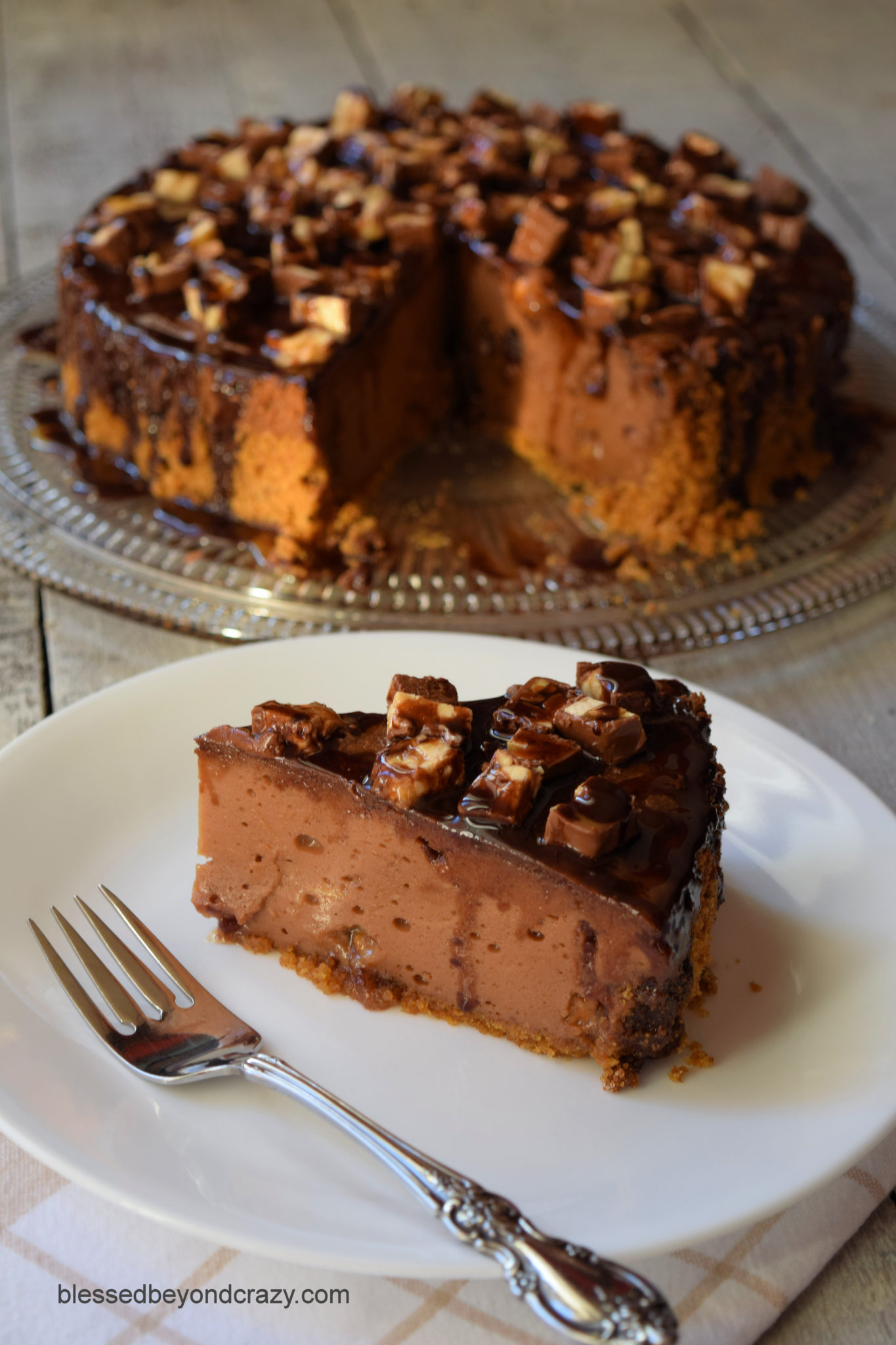 Snickers Chocolate Cheesecake -