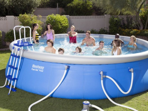 Incroyable A Ring Swimming Pool Is Made Of Heavy Duty Vinyl With An Inflatable Ring  Around The Top Of The Pool That Floats As The Pool Is Filled With Water.
