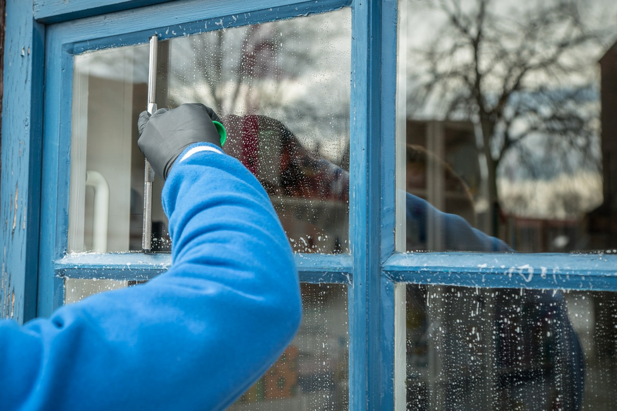 How to clean a window screen without taking it off