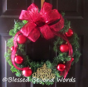 How to Make a Christmas Wreath (Tutorial)