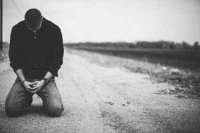 kneelingprayer