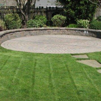 circular pavers with seating wall