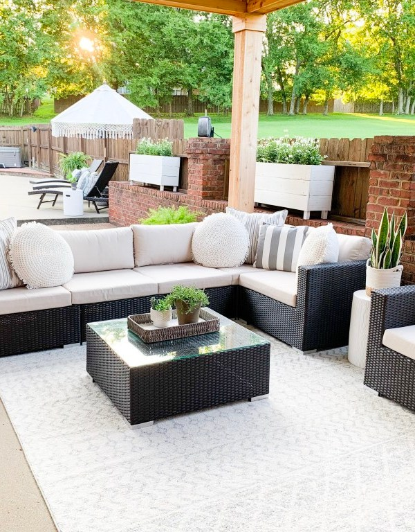 Outdoor Living Room Makeover With Overstock