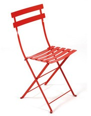 Created at the end of the 19th century – a contemporary of the Eiffel Tower – the Bistro folding chair, simple and solid, was very popular among lemonade sellers of the day