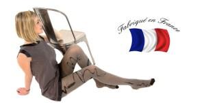 collants fantaisies Lycra de Berthe aux Grands Pieds, qui habillent les jambes d'un motif à plumes et volute