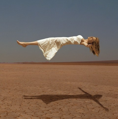 Heather-being-levitated-by-a-magician-heather-graham-19764930-1084-1084