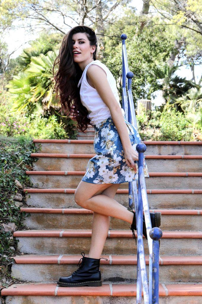 Jupe en coton bleu à fleurs blanches Bleu Liseron