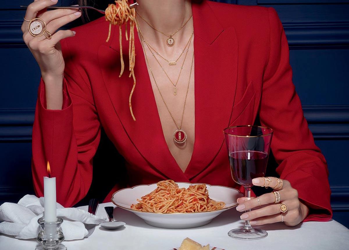 Die bekannte Pariser Fotografin Isabelle Bonjean hat die Schmuckstücke effektvoll in Szene gesetzt.