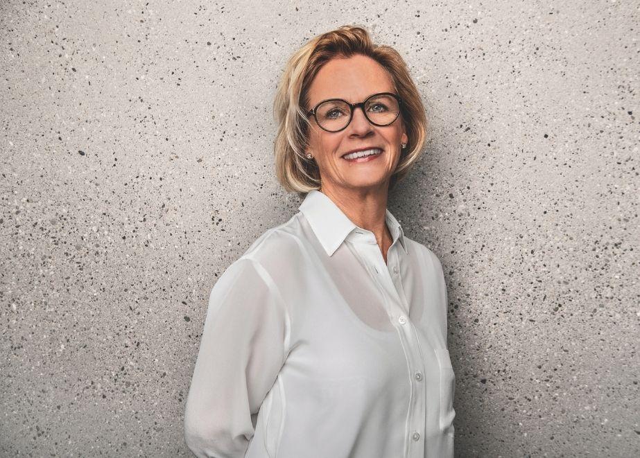 """Jutta Blocher/ Blocher Partners: """"Wie die Zusammenarbeit mit Juwelier Bucherer läuft? Wir arbeiten seit elf Jahren zusammen. Die gegenseitige Wertschätzung ist der Schlüssel zu unserem Erfolg."""""""