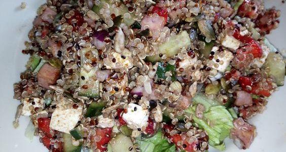 Salad4lunch met quinoa, aardbeien en fetakaas