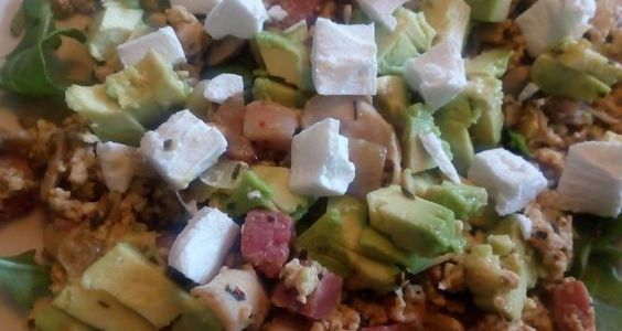 Salad4lunch met roerei en avocado