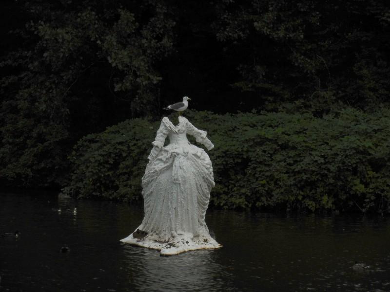 Meeuw op een beeld in Westerpark