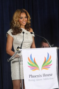 Beyonce' at the unvieling of the Beyonce' Cosmetology Center at Phoenix House New York, March 5, 2010 Getty Images