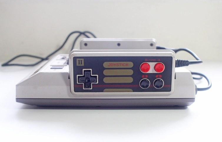 Grand Arrow Electronics GA-6000 Hot Boy famiclone side-view player 2 controller
