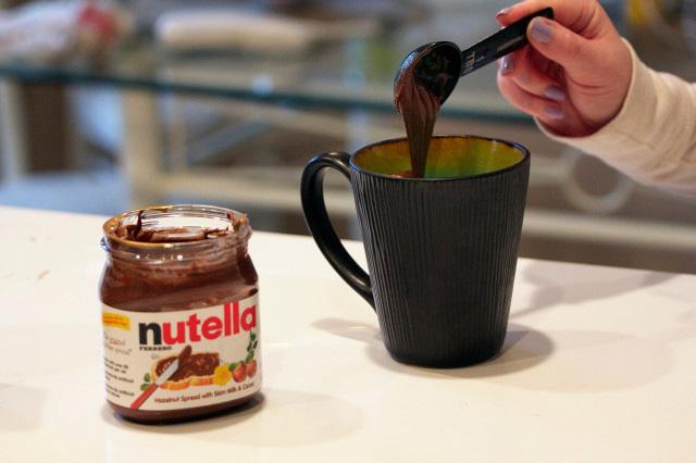 Nutella7 How to: เค้กไมโครเวฟฟูนุ่มสูตรนูเทลล่า