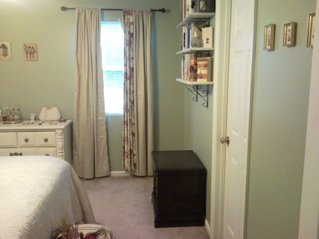 Decorating a Small Bedroom on an even Smaller Budget ...