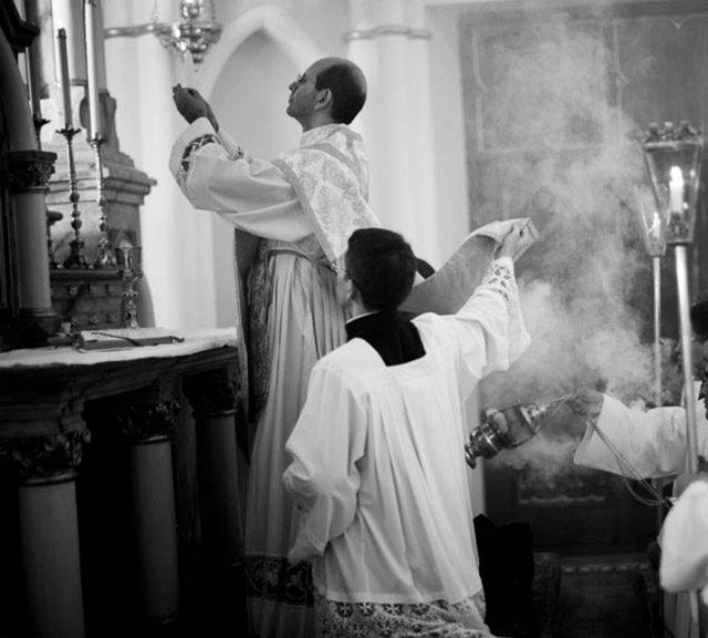 Padre Paulo Ricardo missa
