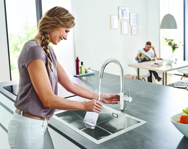 Pouring from the GROHE Blue faucet