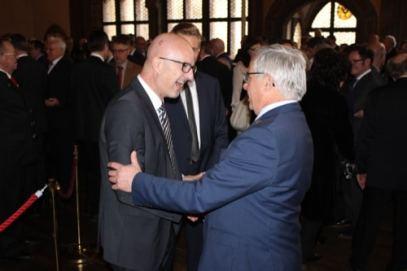 Harry Landauer, Programmchef Funkhaus Regensburg, mit Bürgermeister Jürgen Huber