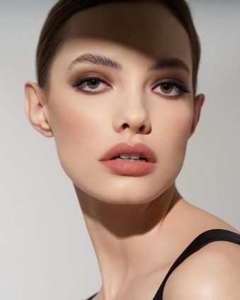 Smokey Eye Makeup Trend: Marc Jacobs pairs smokey eyes with radiant skin