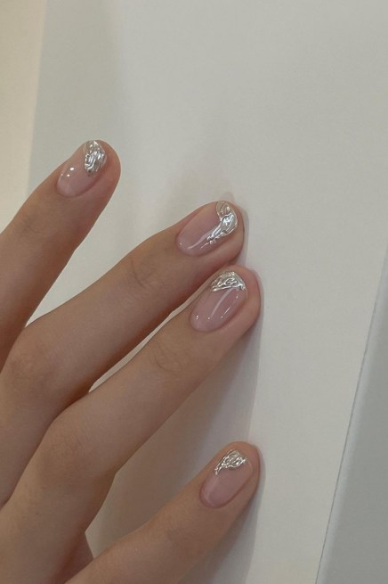 Autumn 2021 Nail Art Trends: Molten Metal Nails by Nail J