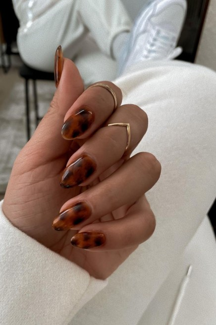 Autumn 2021 Nail Art Trends: Tortoiseshell Nails