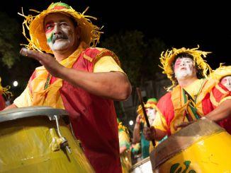 Estilo musical africano dita o ritmo da festa popular mais longa do mundo