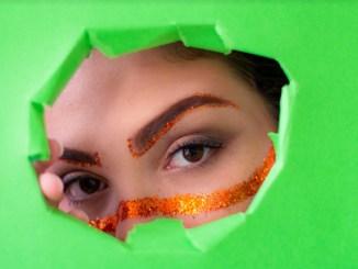 Jane Muniz, mestre em visagismo facial, traz seis inspirações com muito brilh