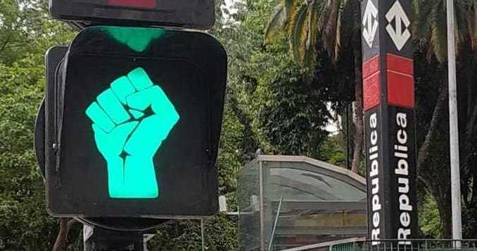 """SP ganha """"semáforos antirracistas"""" no mês de novembro"""