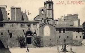 Postal de Sant Pere de Puel·les. A l'esquerra, clastra de Sant Agustí.