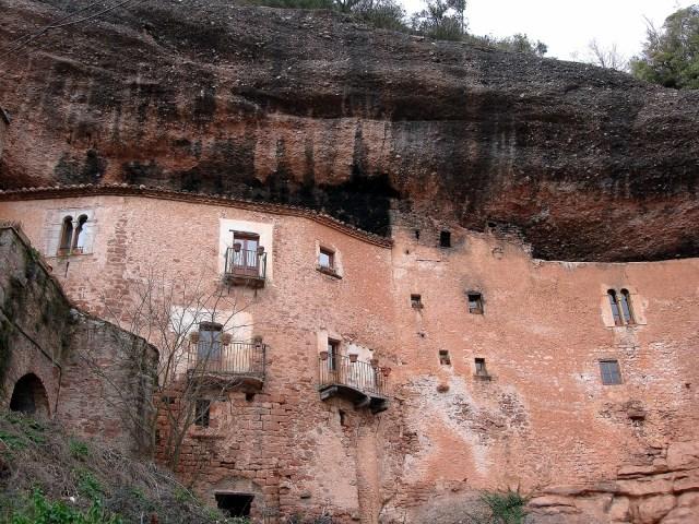 Les cases del Puig de la Balma