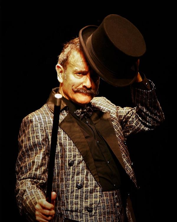 Enric Magoo celebra 40 anys com a mag amb 'Confidències d'un prestidigitador'