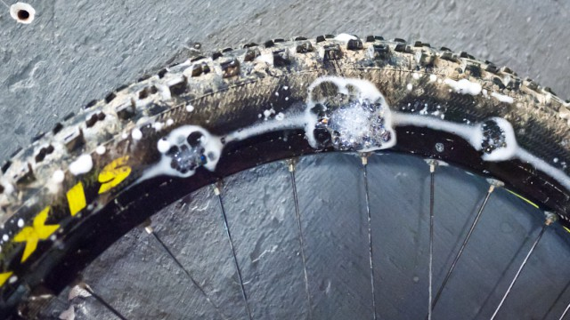 tubeless-tyres-inflation-mountain-bike-9