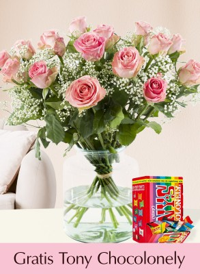 15 roze rozen met gipskruid en Tony's Chocolonely Tiny 200g| Rozen online bestellen & versturen | Surprose.nl