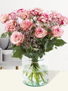 Rozenboeket Paloma met roze gipskruid| Rozen online bestellen & versturen | Surprose.nl