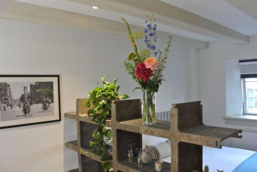 Een boeket en planten uit de Hospitality Bloemen en Planten Service bij De Wittenberg.