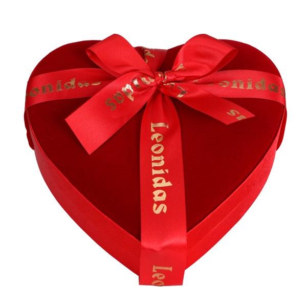 15 Leonidas bonbons verpakt in fluweel hart bestellen of bezorgen