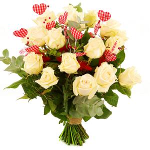 Witte valentijn rozen + veren hartjes bestellen of bezorgen