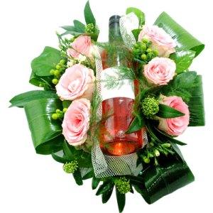 Bloemstuk met fles rosé wijn bestellen of bezorgen online