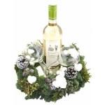 Fles witte wijn met gedecoreerde kerstkrans en twee wijnglazen bestellen of bezorgen online