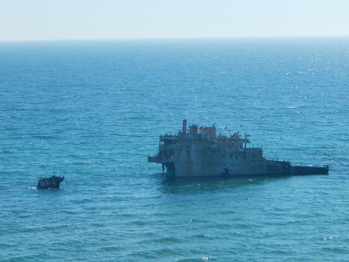 Shipwreck off the coast of Manitou island.