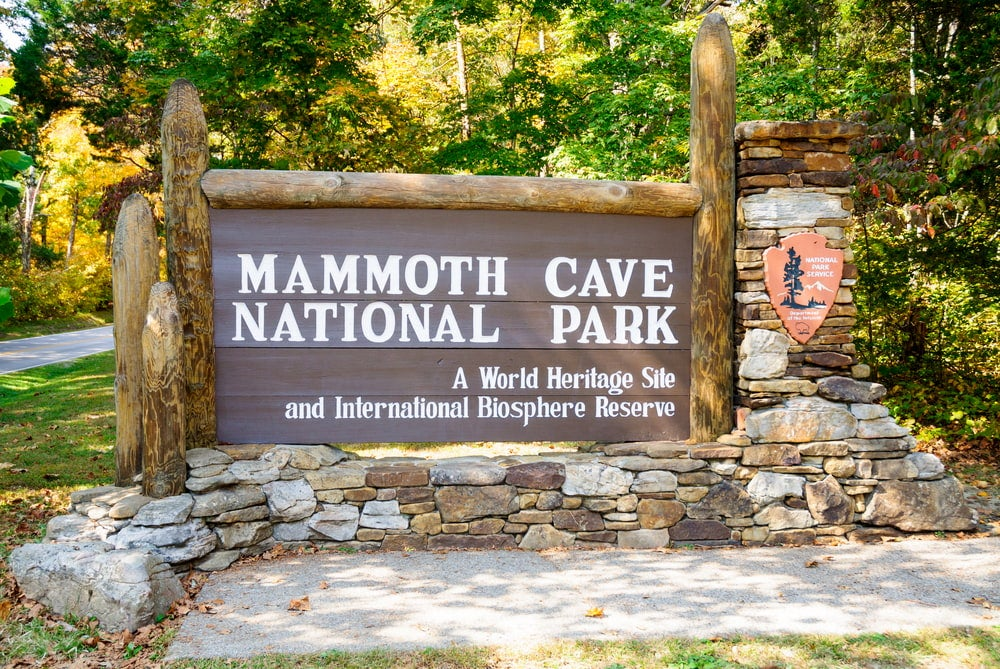 the entrance sign to mammoth cave national park