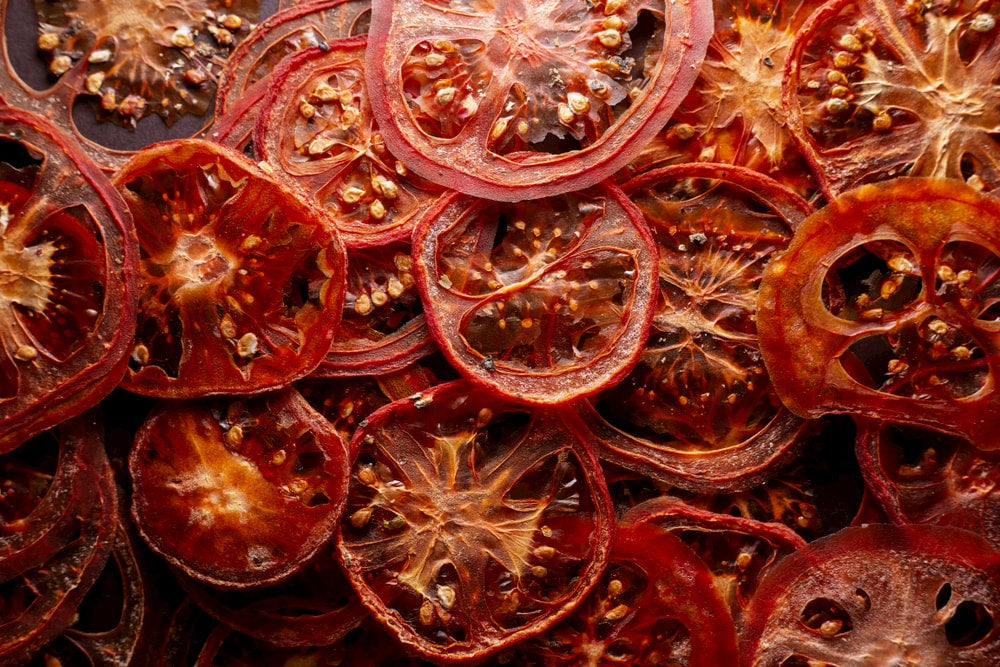 Dehydrated sliced tomatoes.