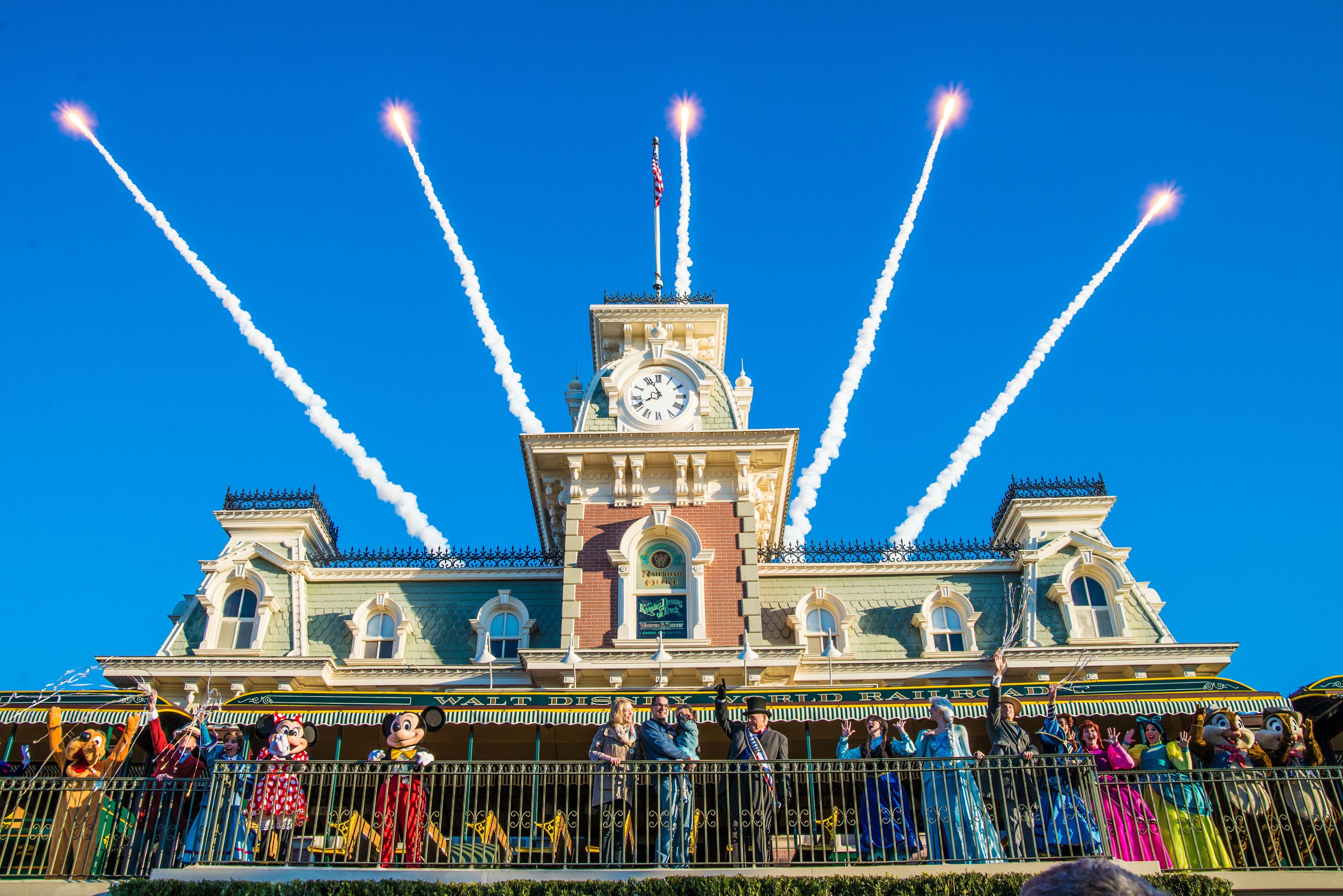 The Six Best Shows At Walt Disney World