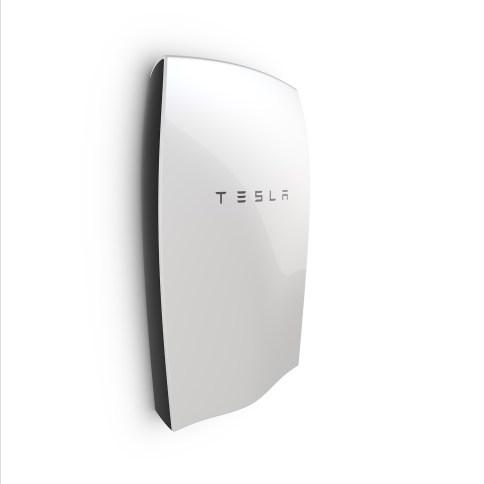 Powerwall by Tesla , batterie écologique rechargeable à l'énergie solaire